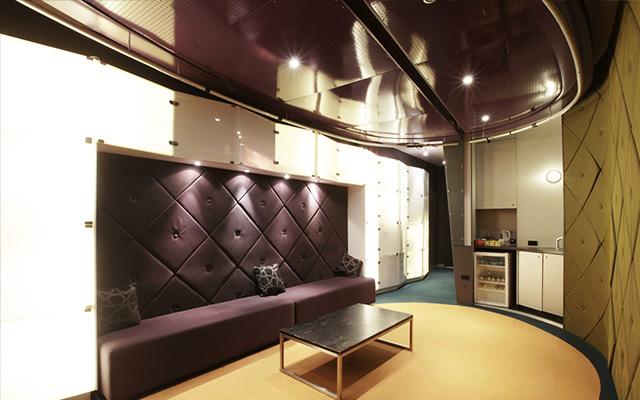 studio-green-room